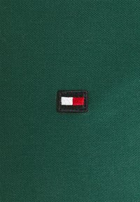 Tommy Hilfiger - CONTRAST PLACKET SLIM  - Polo shirt - rural green - 6