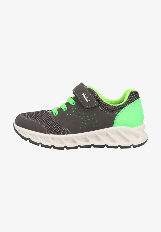 Sneakers laag - grig.sc/antrac
