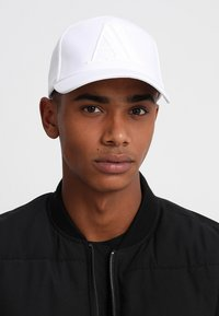 Armani Exchange - MAN'S HAT UNISEX - Cap - bianco - 1