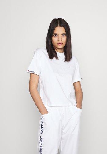 CROP BRANDED TEE - Print T-shirt - white