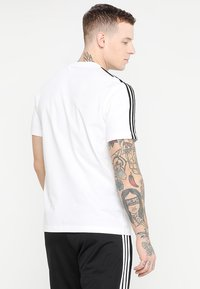 adidas Performance - ESSENTIALS SPORTS SHORT SLEEVE TEE - Print T-shirt - white/black - 2