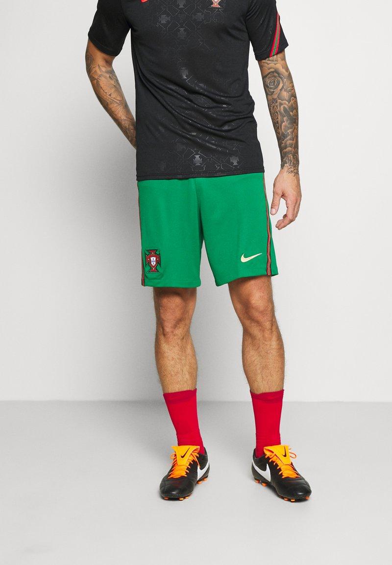 Nike Performance - PORTUGAL SHORT - Sports shorts - pine green/metallic gold
