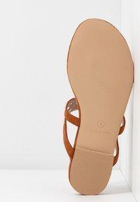 BEBO - MORA - Sandály s odděleným palcem - tan - 6