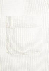 oftt - WAFFLE - Vapaa-ajan kauluspaita - off white - 2