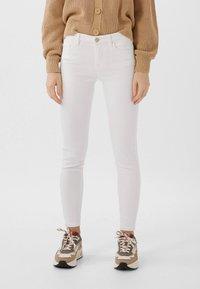 Stradivarius - BASIC - Jeans Skinny Fit - white - 0