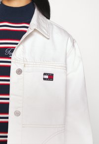 Tommy Jeans - WORKWEAR - Short coat - work white rigid - 6