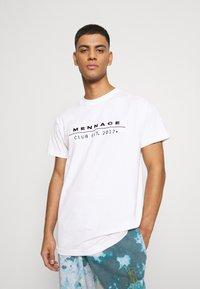 Mennace - CLUB TENNIS COURT UNISEX - Print T-shirt - white - 0