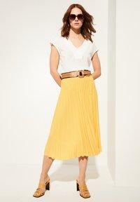 comma - Pleated skirt - yellow - 1