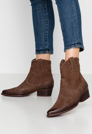 WEST - Cowboy/biker ankle boot - cabra