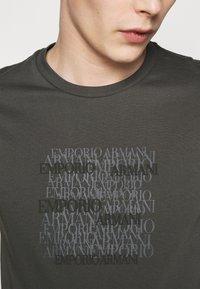 Emporio Armani - Print T-shirt - dark grey - 4