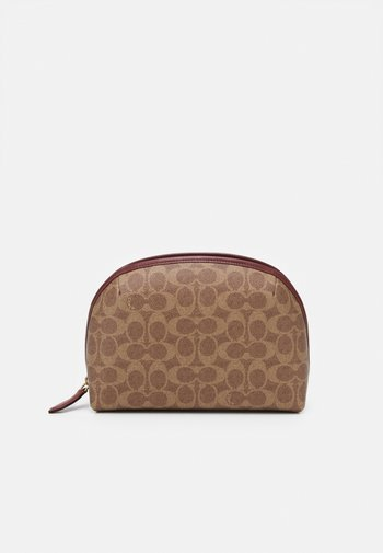 COATED SIGNATURE JULIENNE COSMETIC CASE - Wash bag - tan/rust