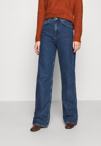 NU-IN - STEFANIE GIESINGER X nu-in HIGH WAIST EXTRA LONG LOOSE FIT JEANS - Relaxed fit jeans - mid blue wash - 0