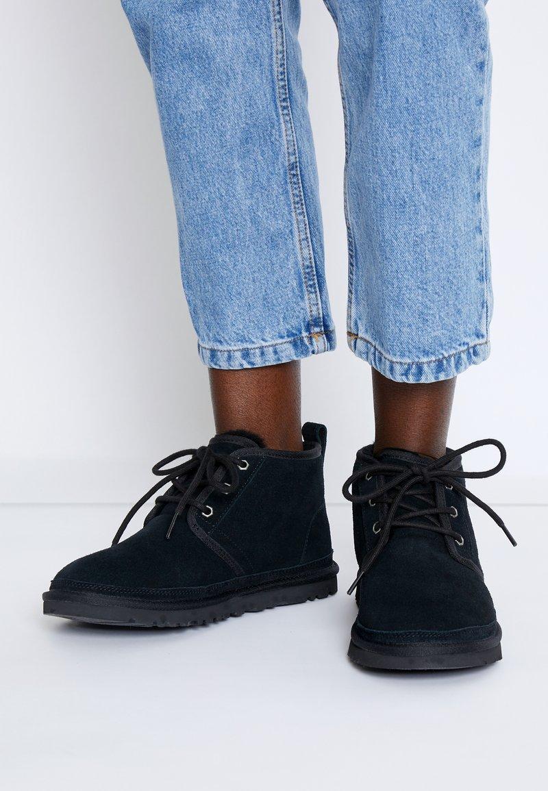 UGG - NEUMEL - Boots à talons - black