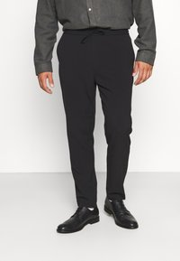 Lindbergh - CLUB PANTS WITH DRAWSTRING - Trousers - black - 0
