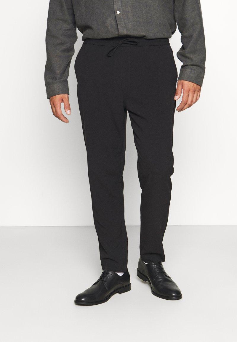 Lindbergh - CLUB PANTS WITH DRAWSTRING - Trousers - black
