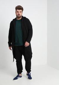 Urban Classics - LONG HOODED OPEN EDGE  - Zip-up hoodie - black - 1
