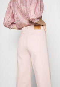 JUST FEMALE - SOLVIG - Jeans a zampa - sepia rose - 5