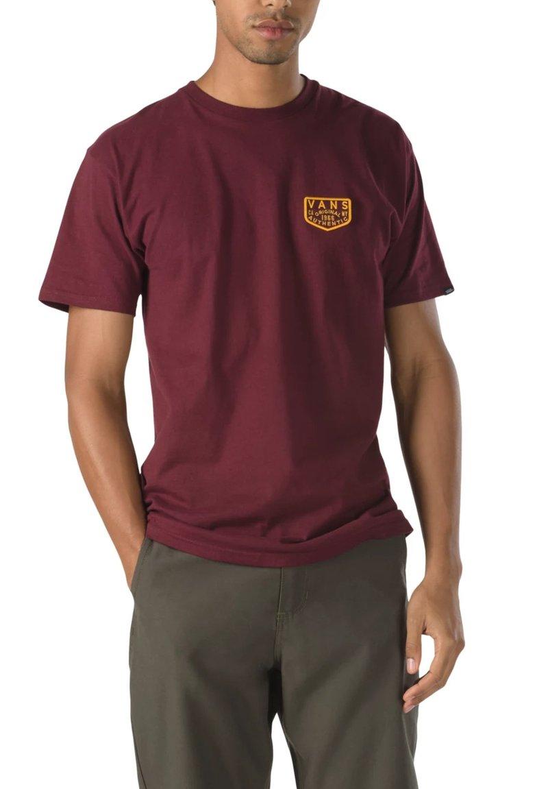 Vans - MN OG PATCH SS - T-shirt med print - port royale