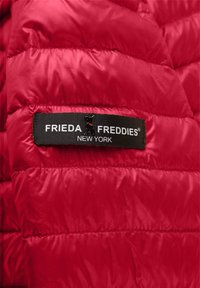 Frieda & Freddies - DAUNENJACKE NELLY II MIT ABNEHMBARER KAPUZE - Down jacket - cherry red - 6