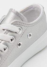 Cotton On - CLASSIC LACE UP TRAINER - Tenisky - silver metallic - 5
