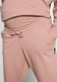 Missguided Maternity - Tracksuit bottoms - rose pink - 4