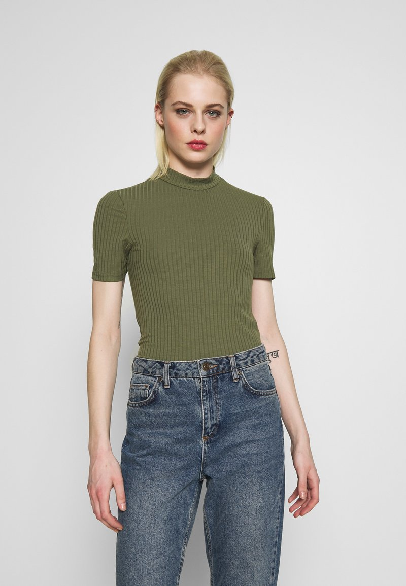 Pieces - PCKYLIE T NECK - T-shirt basic - deep lichen green