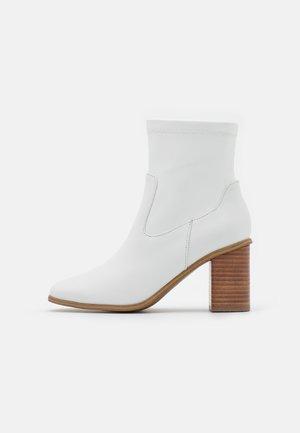 MARTA - Korte laarzen - other white