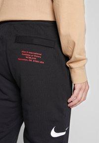 Nike Sportswear - M NSW PANT FT - Pantalon de survêtement - black/white - 6