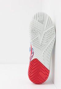 ASICS - GEL-RESOLUTION 8 - Tenisové boty na všechny povrchy - white/electric blue - 4