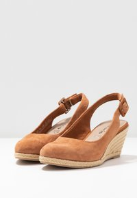 Tamaris - SLING BACK - Wedges - cognac - 4