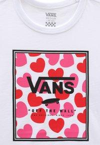 Vans - GR BOXED HEARTS - Print T-shirt - white - 2