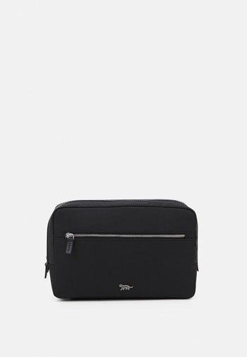 BOOMER UNISEX - Wash bag - black