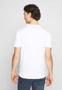 Minimum - LUKA  - Jednoduché triko - white - 2