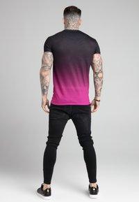 SIKSILK - FADE TEE - T-shirt med print - black/pink - 2