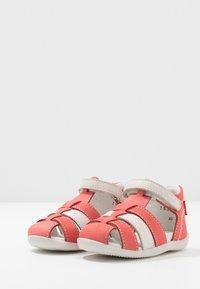 Kickers - BIGFLO - Zapatos de bebé - rose/blanc - 3