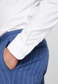Pier One - 2 PACK - Camicia elegante - white - 5