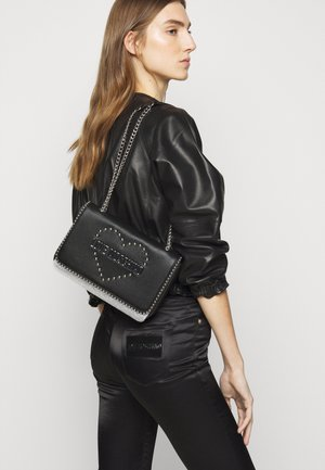 STUDS HEART - Across body bag - black