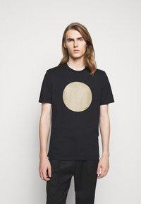 HUGO - DORIOLE - T-shirt imprimé - black - 0