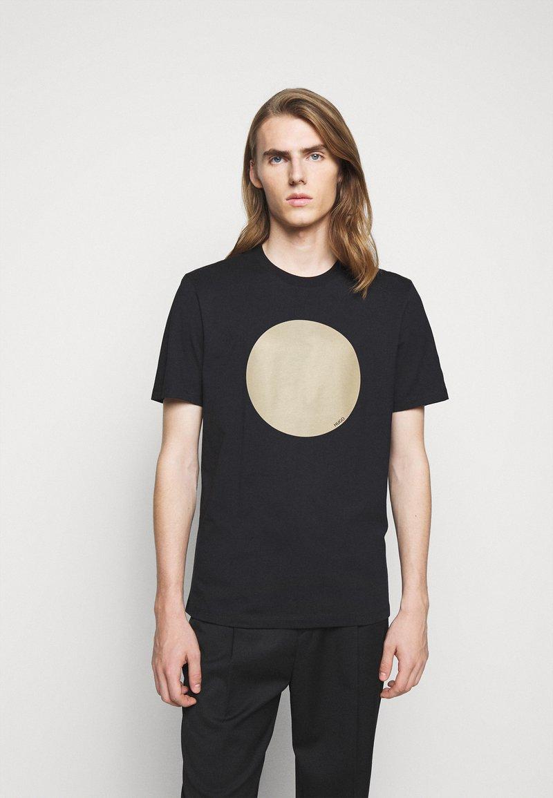 HUGO - DORIOLE - T-shirt imprimé - black