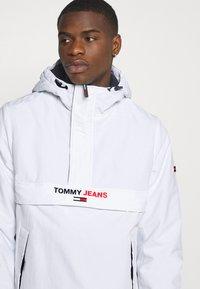 Tommy Jeans - SOLID POPOVER JACKET UNISEX - Windbreaker - white - 3