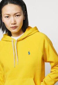 Polo Ralph Lauren - FEATHERWEIGHT - Felpa con cappuccio - university yellow - 3