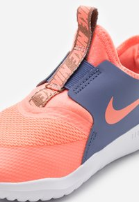 Nike Performance - FLEX RUNNER - Neutral running shoes - atomic pink/world indigo/metallic red bronze