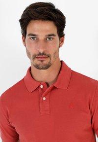 Scalpers - Polo shirt - terracotta - 3