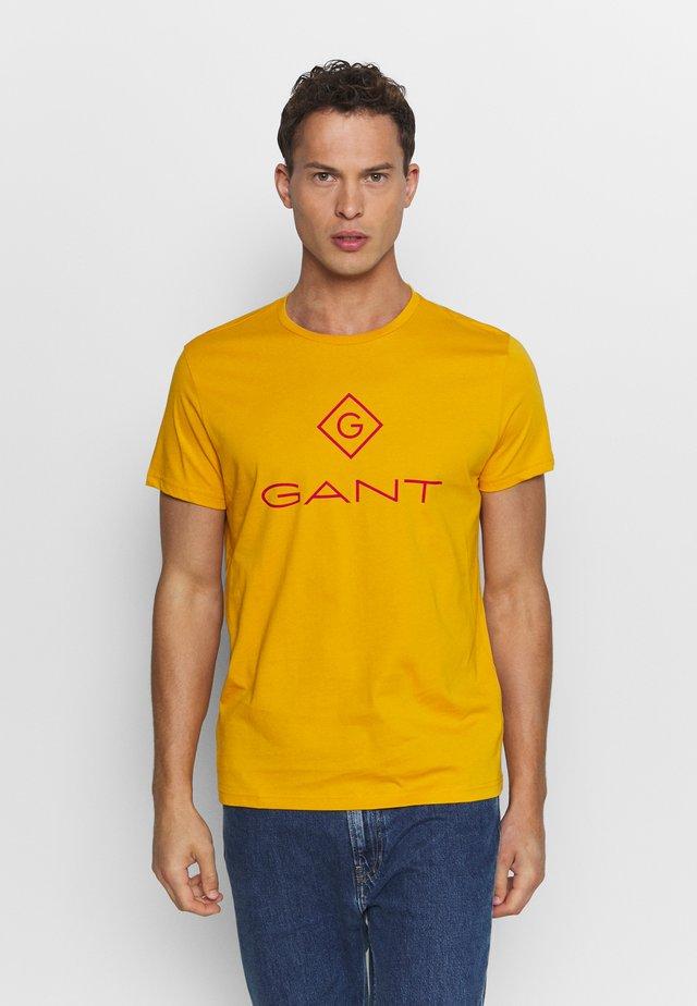 COLOR LOCK UP - T-shirts med print - ivy gold