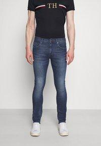 Tommy Hilfiger - SLIM LAYTON GAINES  - Slim fit jeans - blue denim - 0