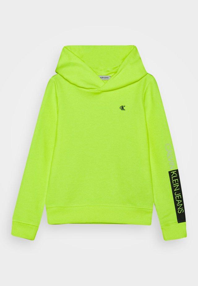 LOGO SLEEVE HOODIE - Sweatshirt - yellow