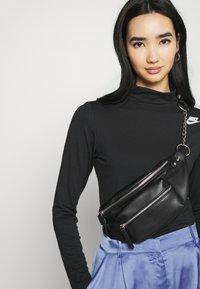 Nike Sportswear - MOCK - T-shirt à manches longues - black/white - 3