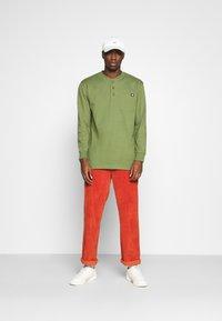 Dickies - HENLEY TEE - Long sleeved top - army green - 1