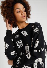 Nike Sportswear - CREW AIRMAX - Sweatshirt - black/white - 3