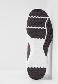 Nike Performance - LEGEND TRAINER - Træningssko - thunder grey/metallic copper/platinum tint - 4